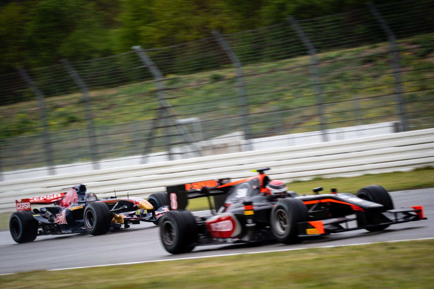 Phil Stratford in GP2-Judd, followed by Ingo Gerstl in his Toro Rosso F1